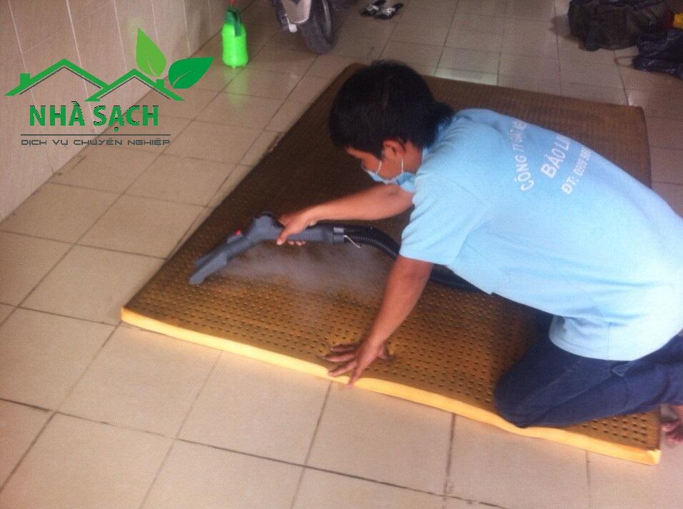 Dịch vụ giặt thảm quận 9